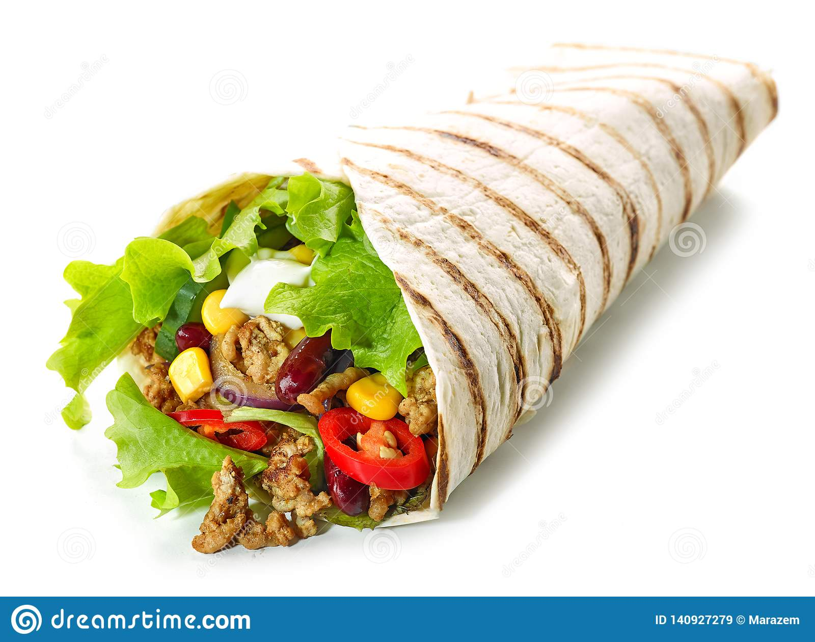 Tortilla opakunek z smażącym minced mięsem warzywami i