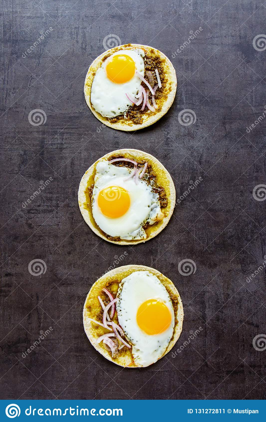 Tortilla s met gebraden eieren