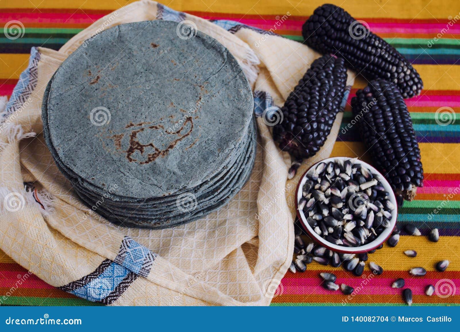 Tortillaazules, blå havre, traditionell mat för mexikansk mat i Mexiko