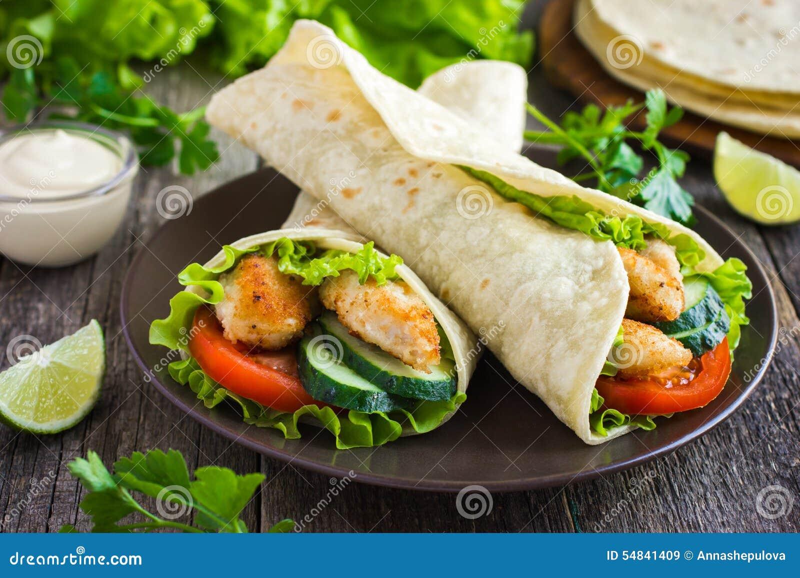 Tortillaverpackung mit Huhn und Gemüse