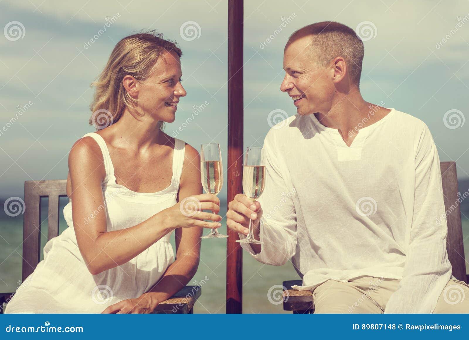 Tostada Champagne Concept del verano de la playa de la celebración de los pares