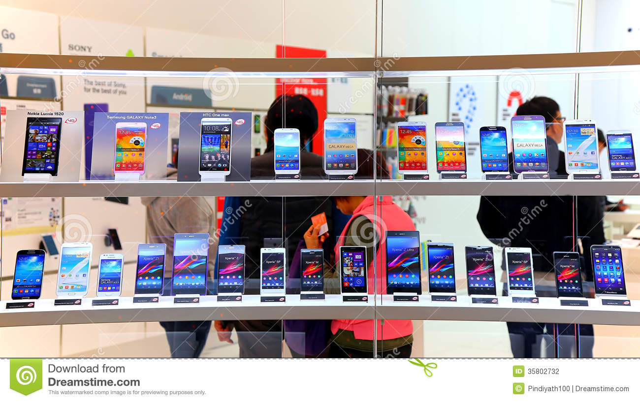 Touchscreen smartphones at store editorial photography for Smartphone da hong kong