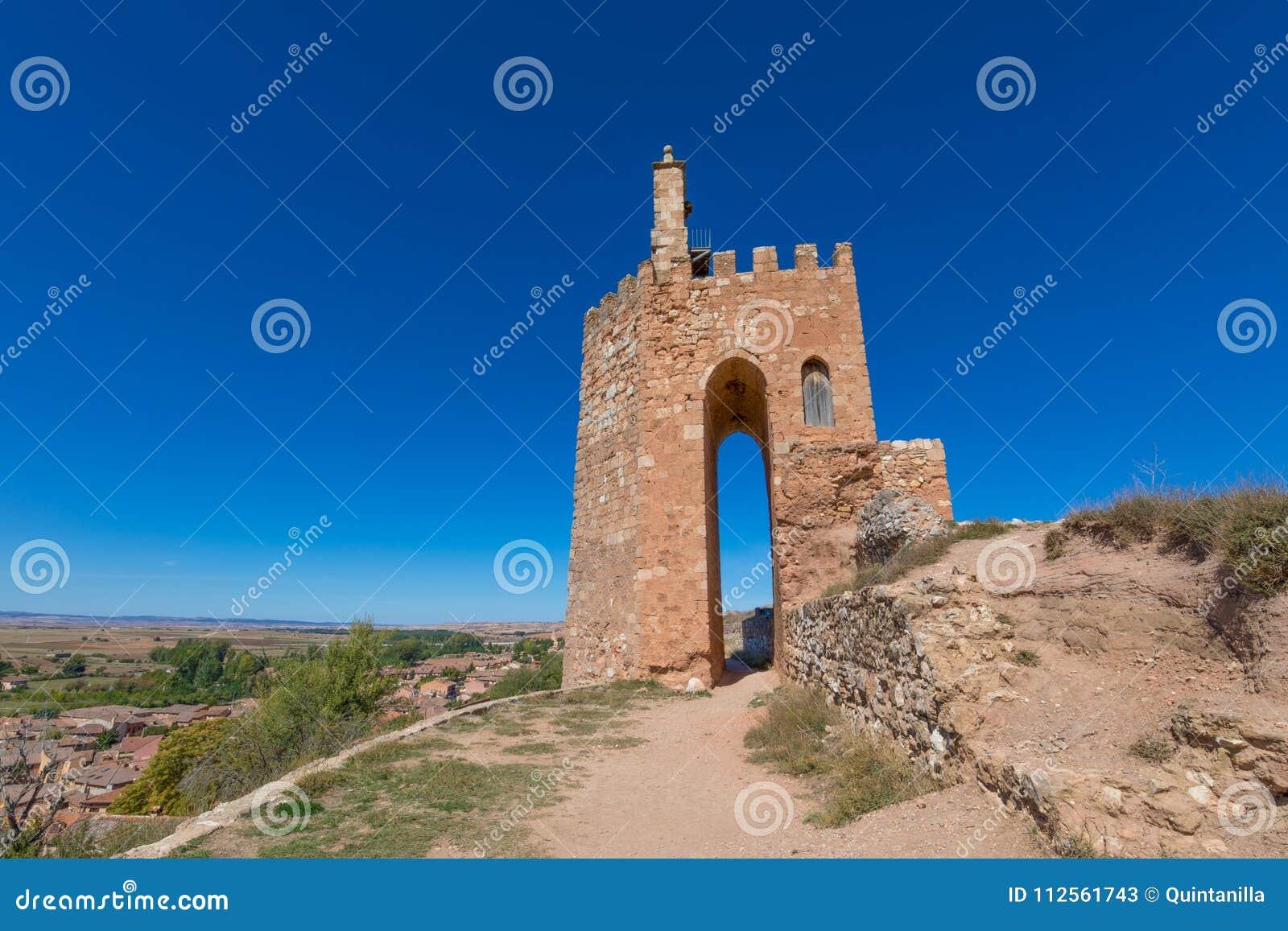 Tour arabe célèbre dans Ayllon