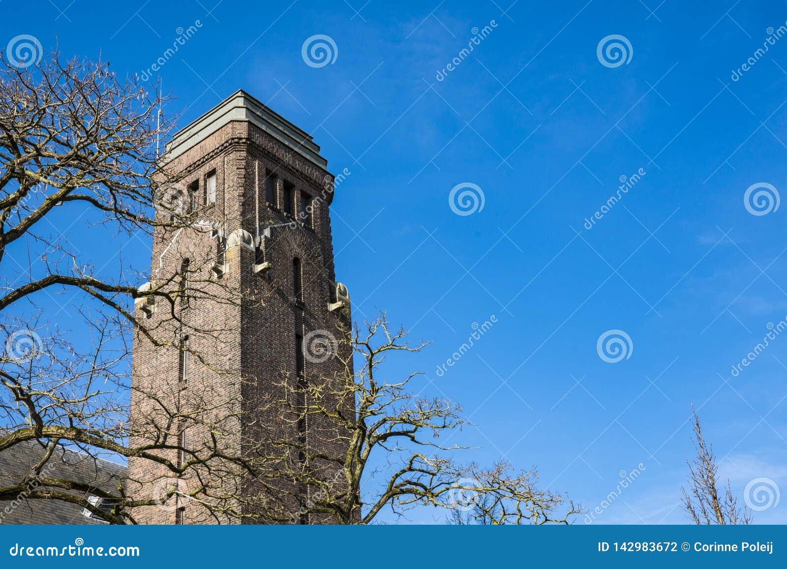 Tour d église dans la rue Dubbeldamseweg, Singel, dans Dordrecht, les Pays-Bas