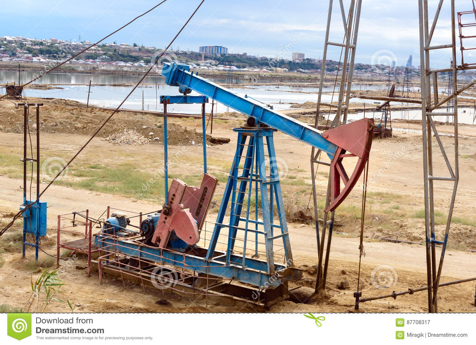 Tour d huile sur le gisement de pétrole