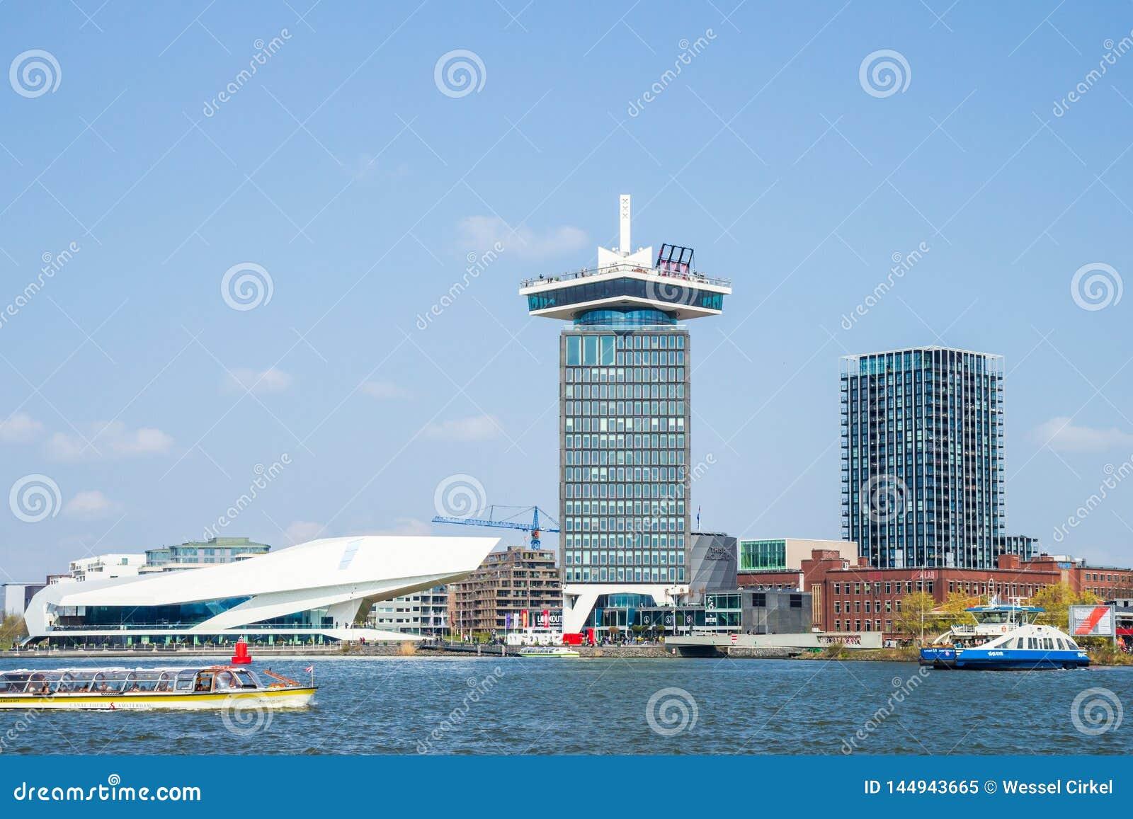 Tour d institut du film et de Shell Oil d OEIL dans le port d IJ, Amsterdam