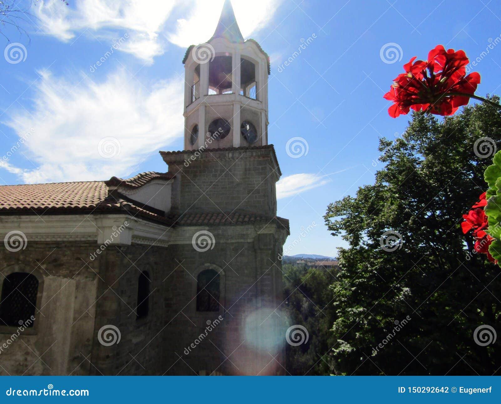 Tour de Bell et fleur rouge