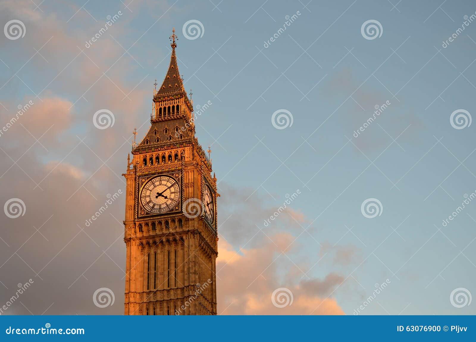 Download Tour De Big Ben Avec Le Ciel Bleu Et Quelques Nuages Photo stock - Image du tour, sunlight: 63076900