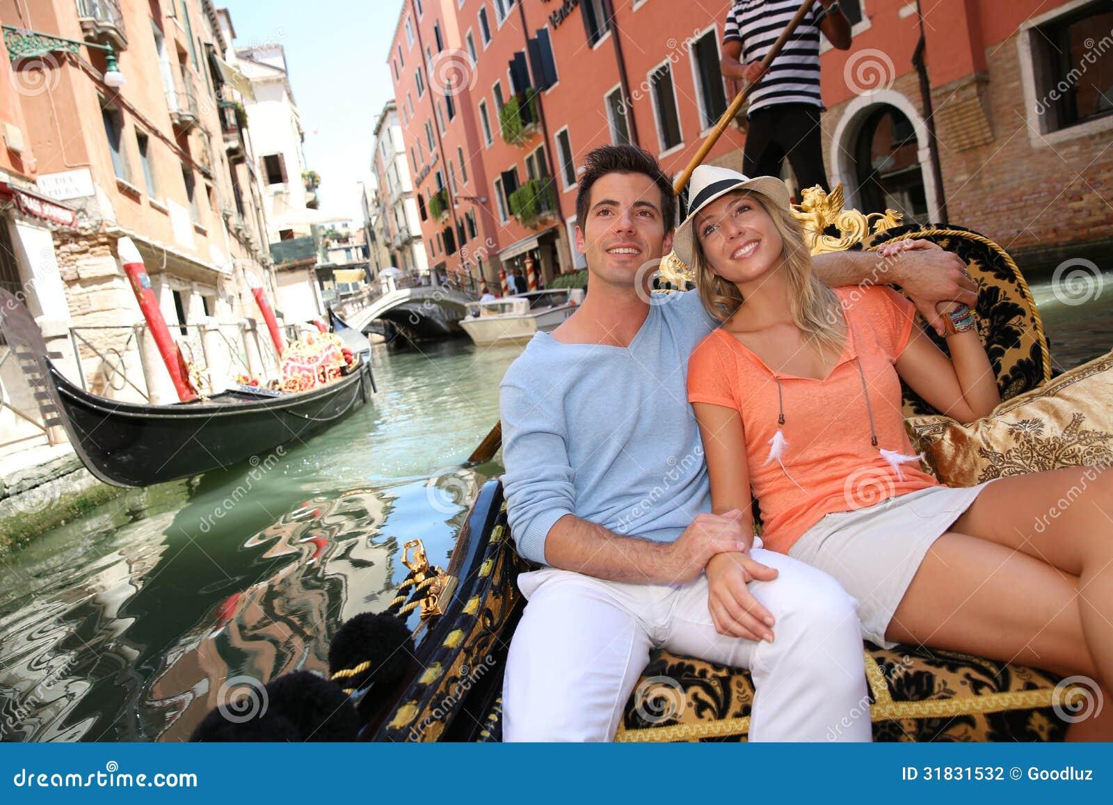 Assez Tour De Gondole à Venise Photographie stock - Image: 31831532 YO87