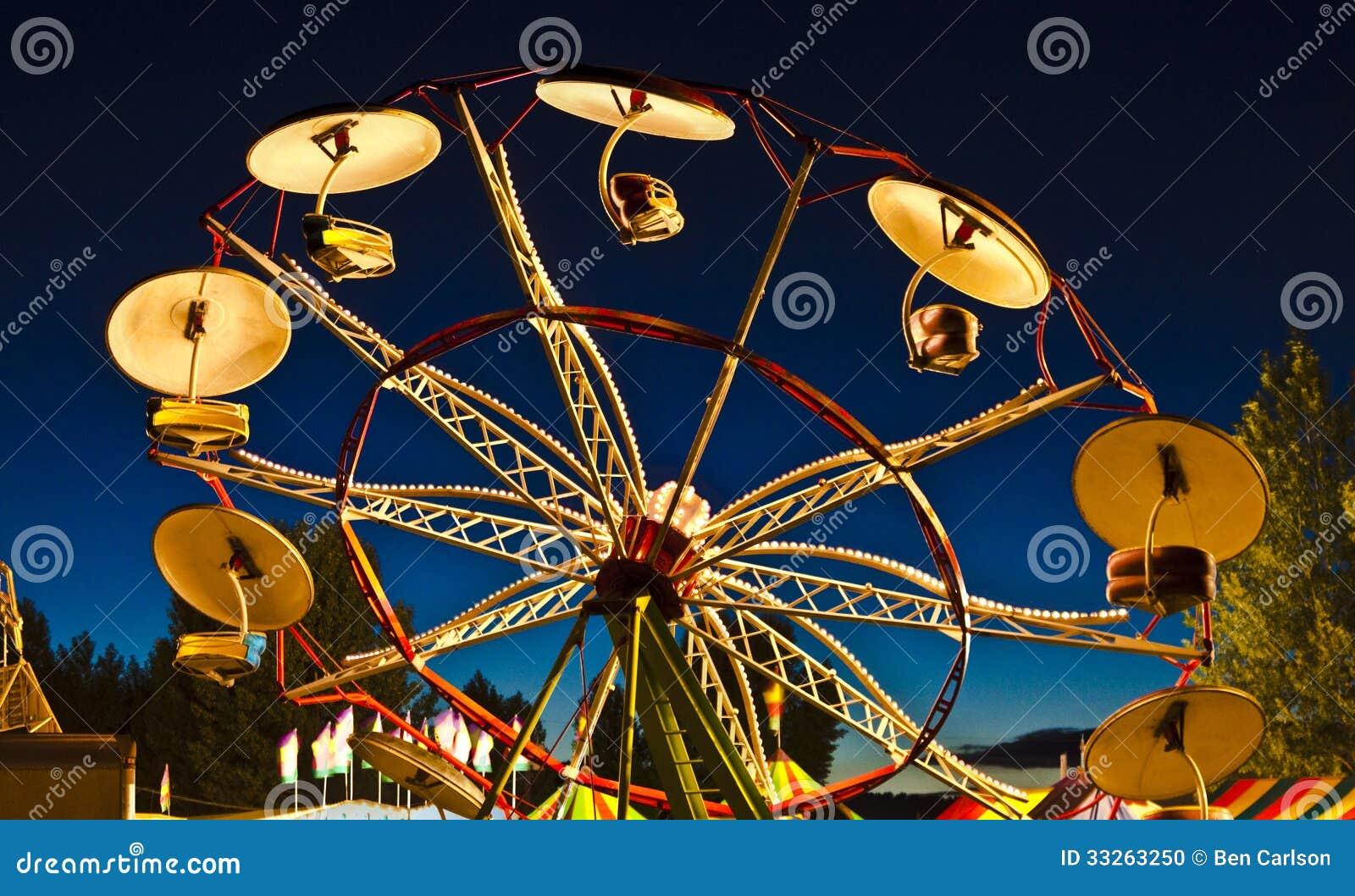 Tour de parapluie de coucher du soleil de carnaval