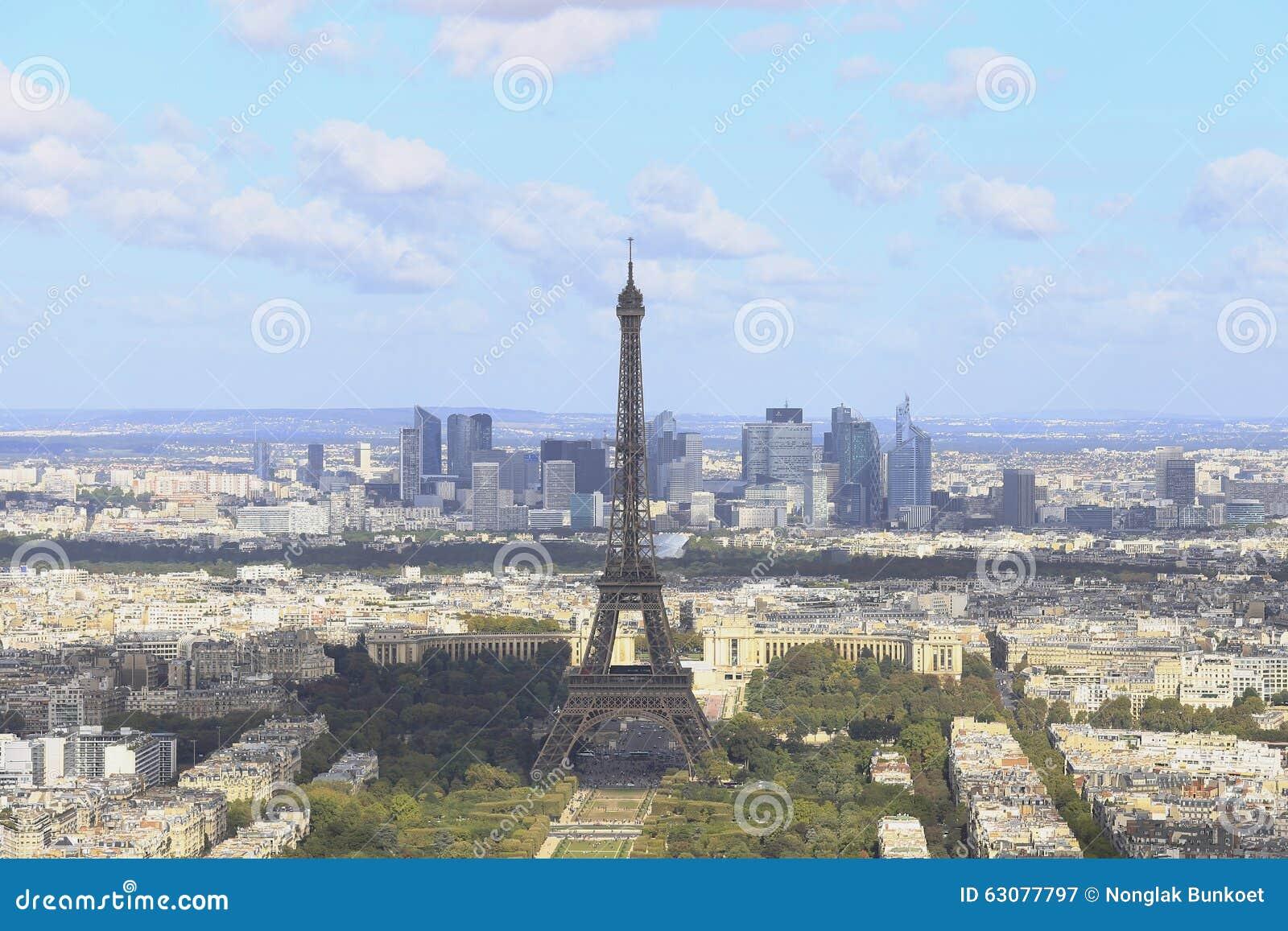 Download Tour Eiffel image stock. Image du toit, traditionnellement - 63077797