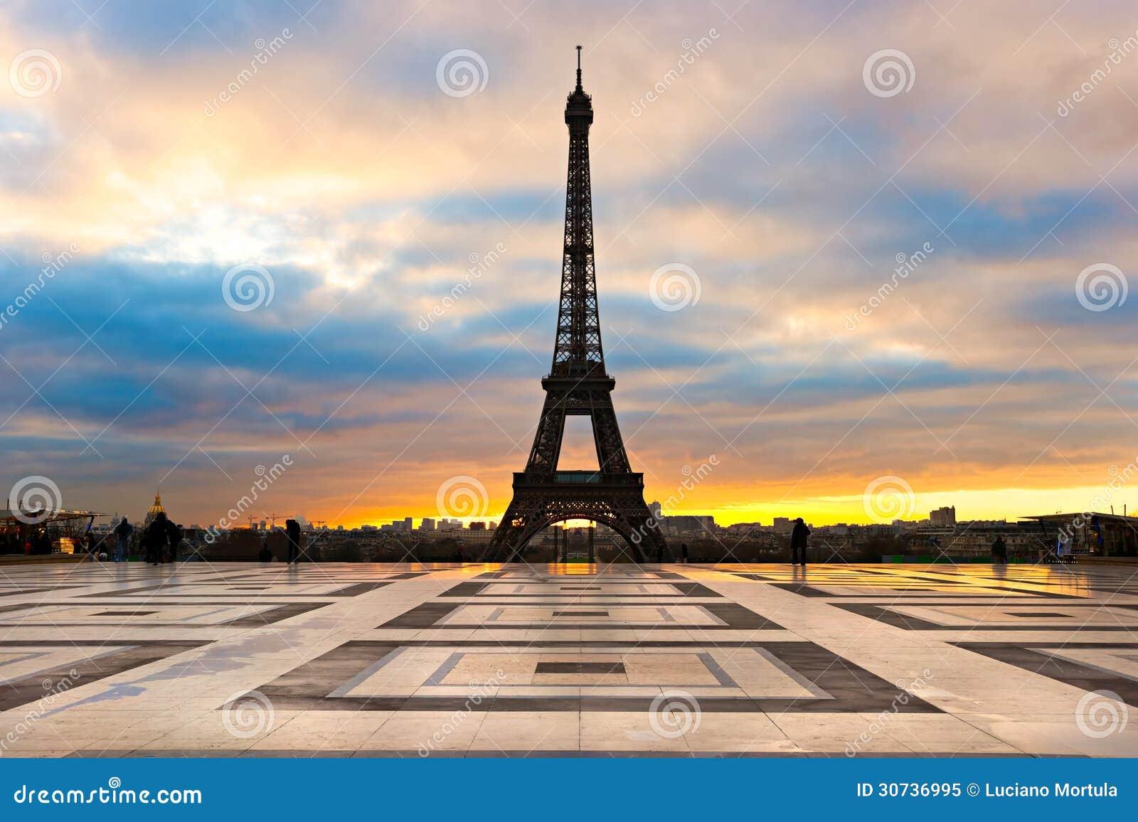 Tour eiffel au lever de soleil paris photo libre de droits image 30736995 - Lever et coucher du soleil paris ...