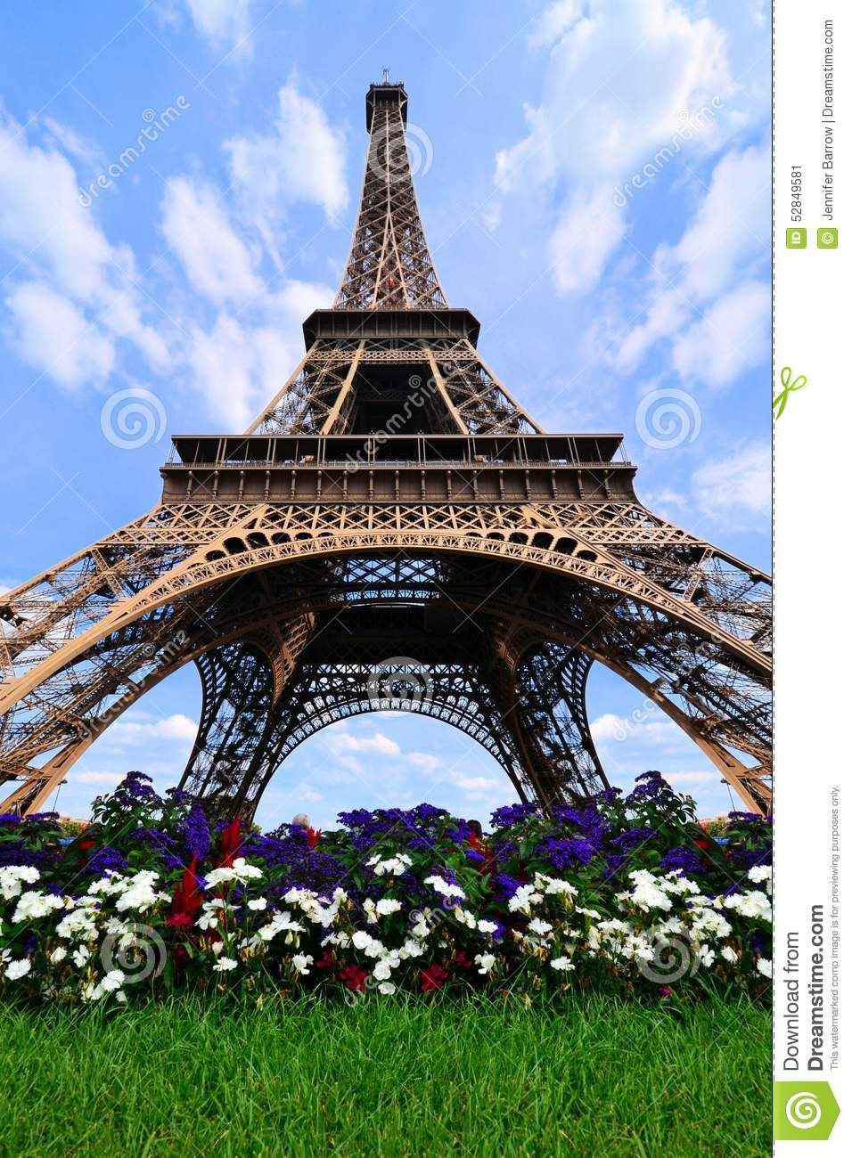 tour eiffel avec des fleurs paris france photo stock image 52849581. Black Bedroom Furniture Sets. Home Design Ideas