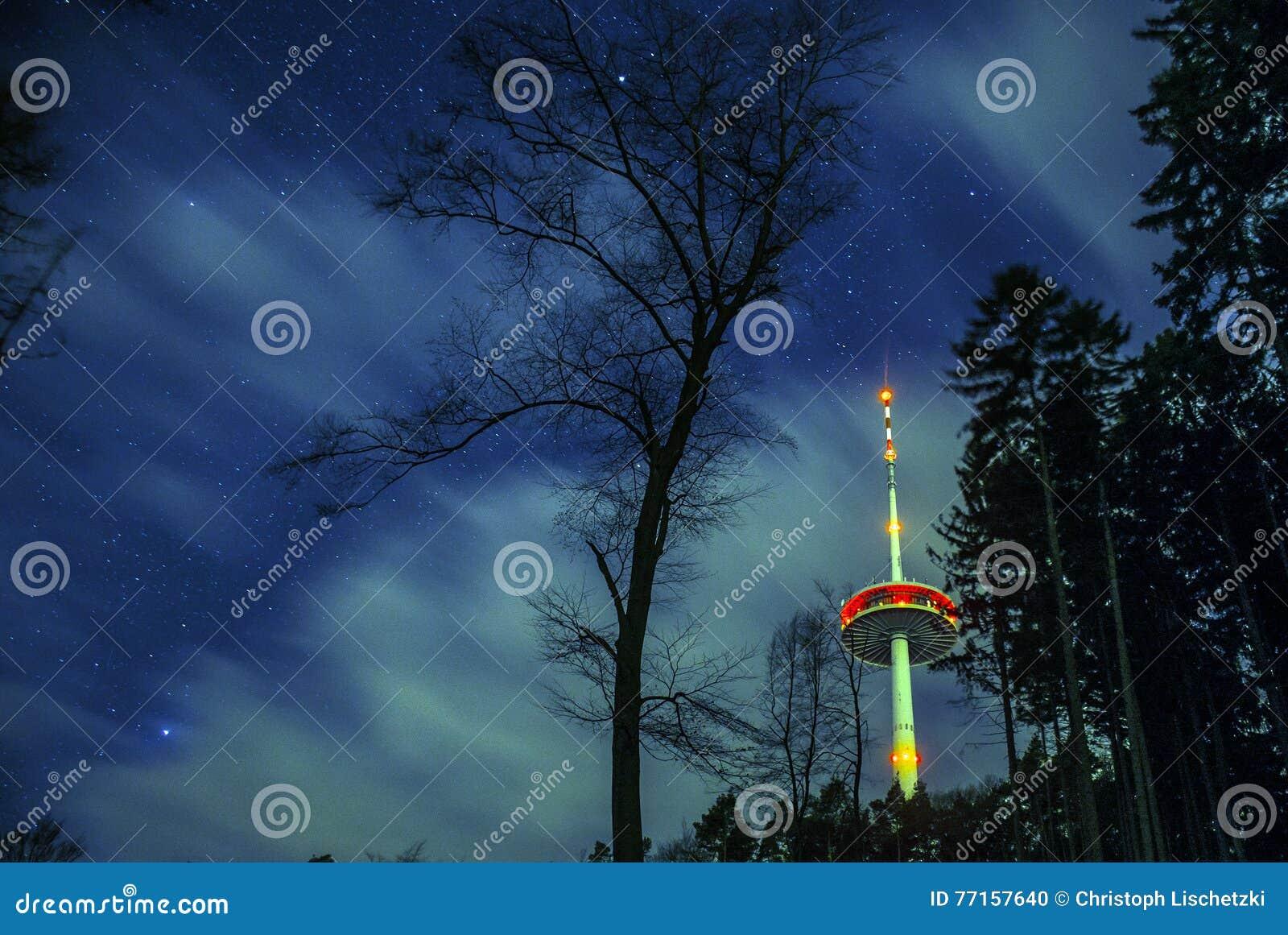 Tour hertzienne de l Allemagne de ville de Coblence dans les bois 2