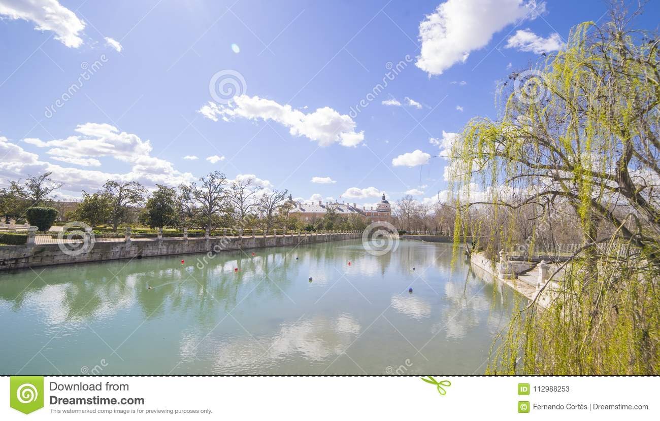 Tourism, The Tajo River next to the Palace of Aranjuez. waterfalls with ducks and geese