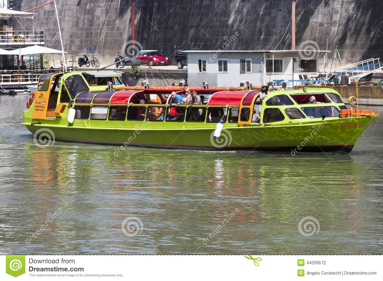 Tourist boat on river tiber rome italy editorial for Green italy