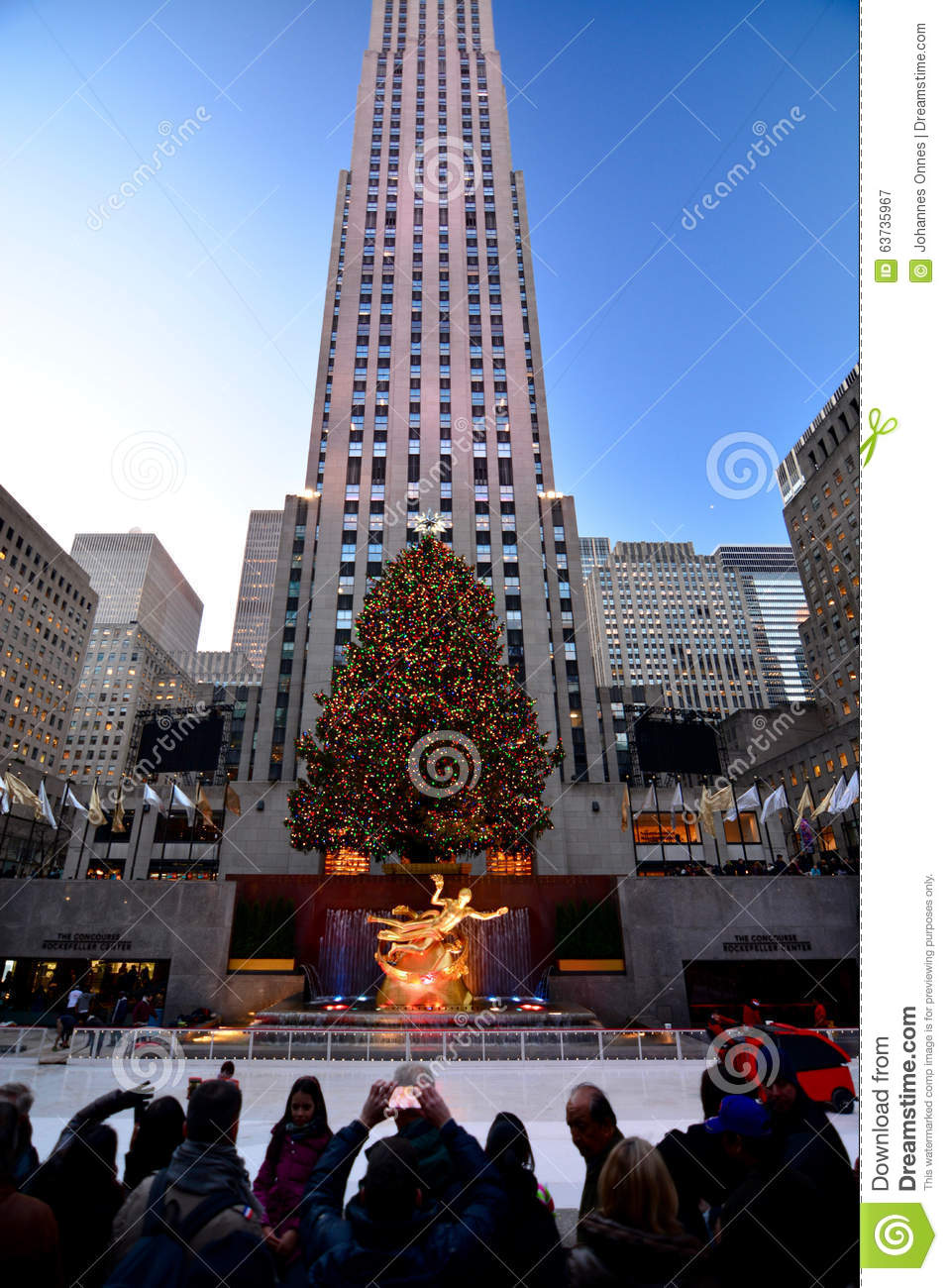 Tourist Christmas In New York - Rockefeller Center Holiday Tree Editorial Photography - Image of ...