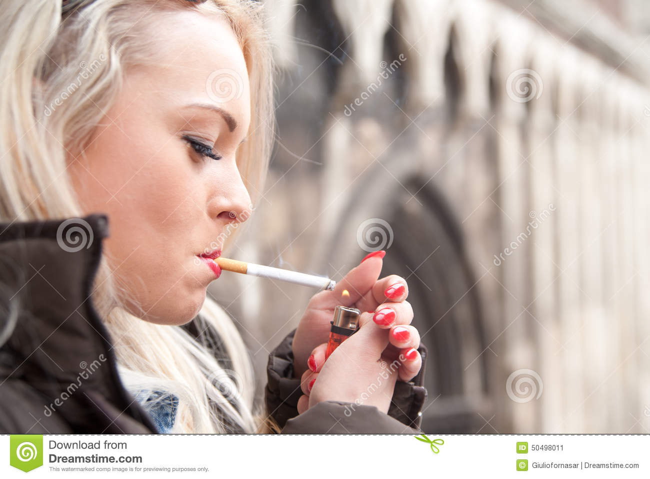 https://thumbs.dreamstime.com/z/tourist-lighting-up-cigarette-european-city-girl-50498011.jpg