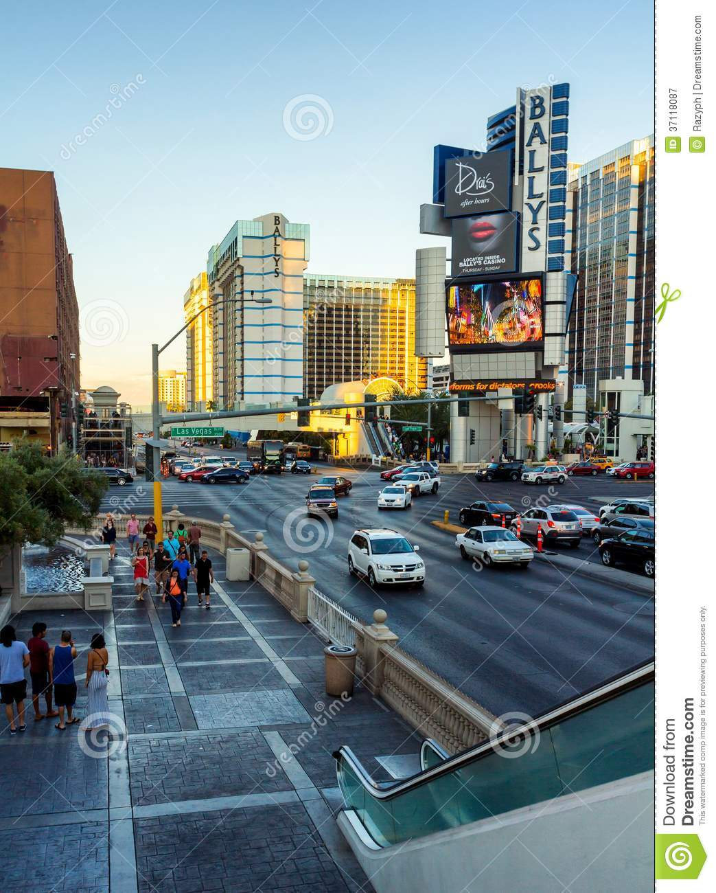 tourist walking at sunset in las vegas editorial photography image 37118087. Black Bedroom Furniture Sets. Home Design Ideas