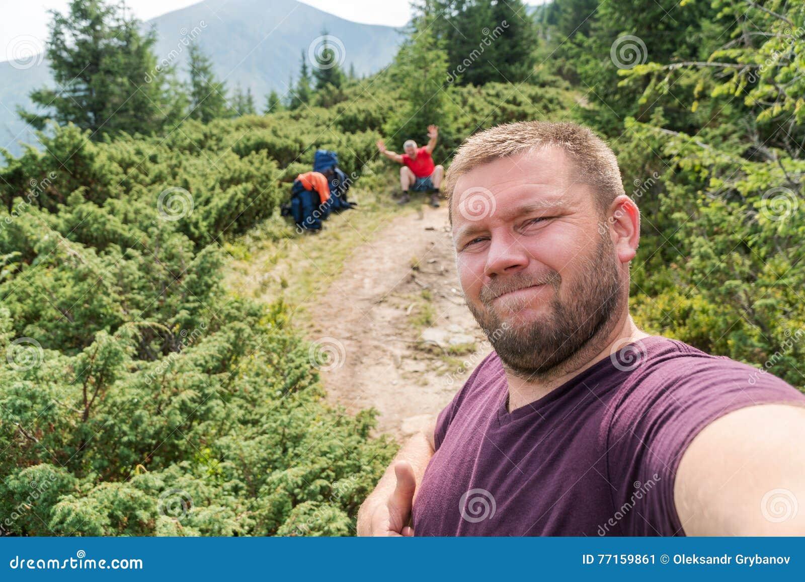 Touriste de Selfies en montagnes