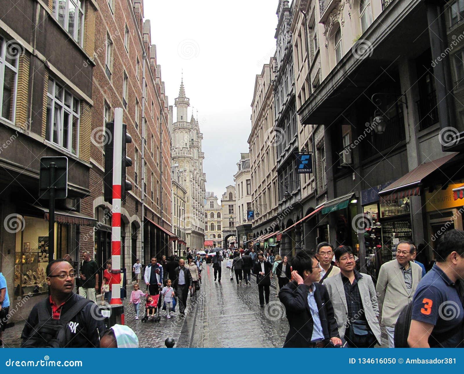 Touristen an den Straßen von Brüssel