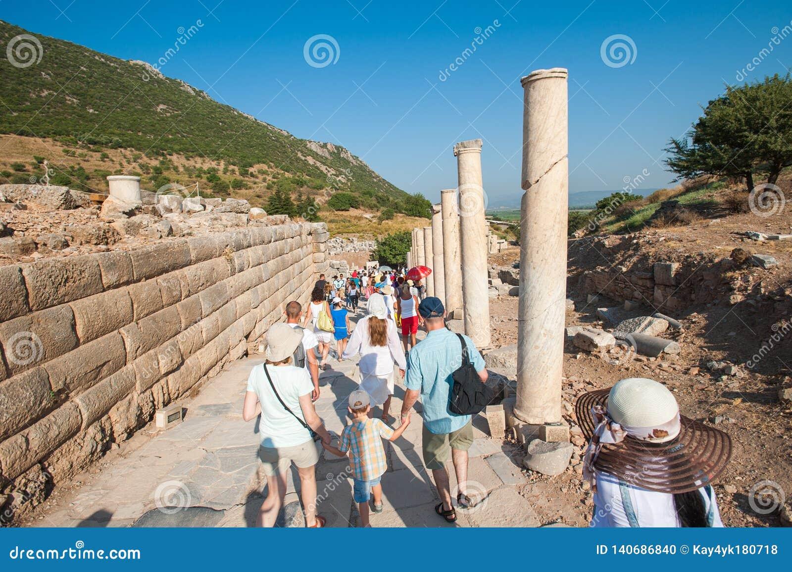 Touristes en tournées des ruines, aucun guide