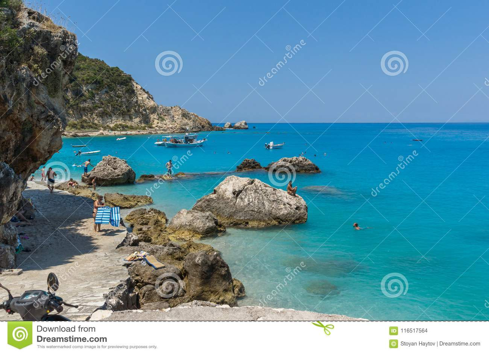 Touristes visitant la plage du village d Agios Nikitas, Leucade, îles ioniennes, Gree