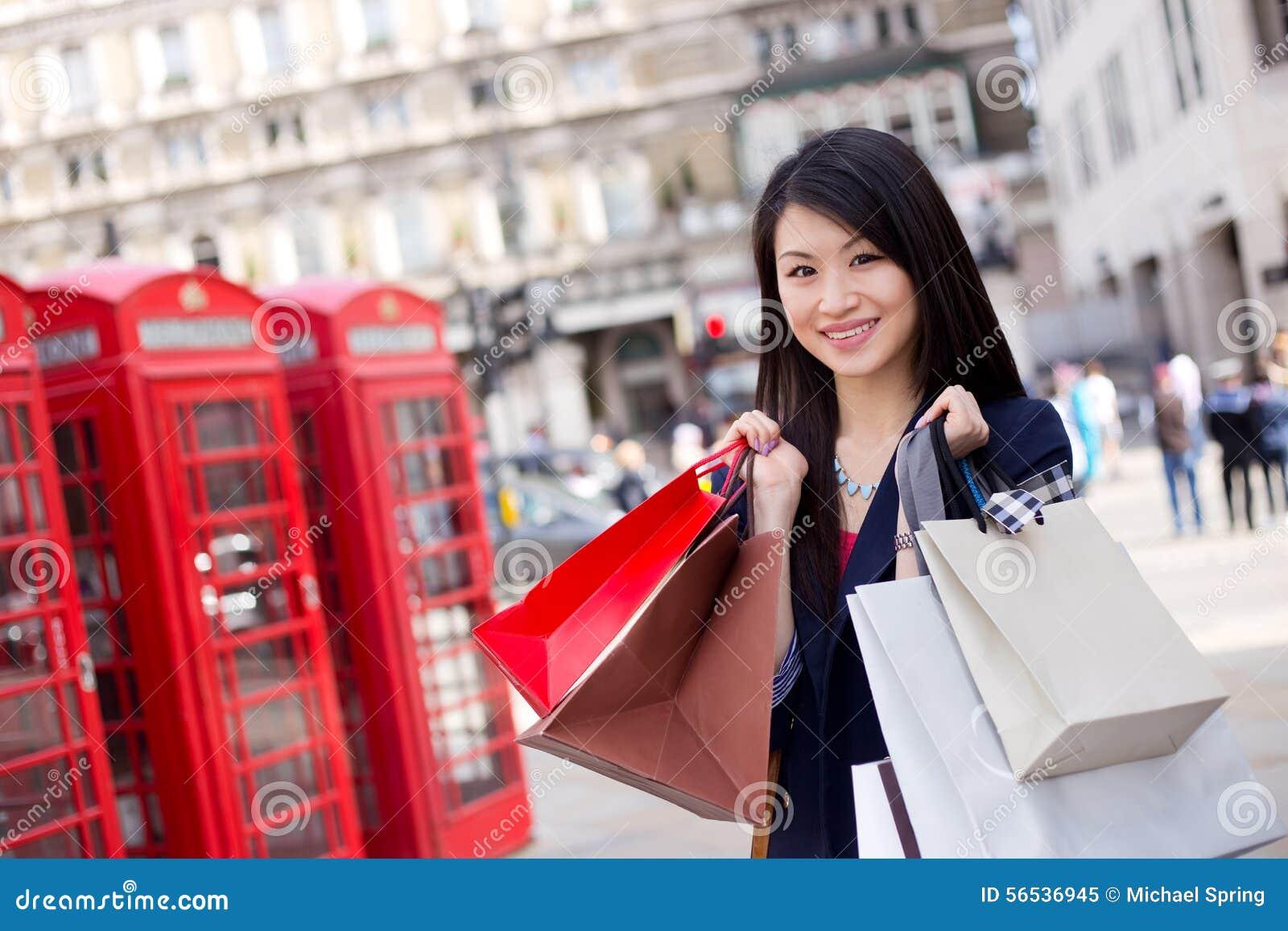 touristisches einkaufen stockbild bild von einzelverkauf 56536945. Black Bedroom Furniture Sets. Home Design Ideas
