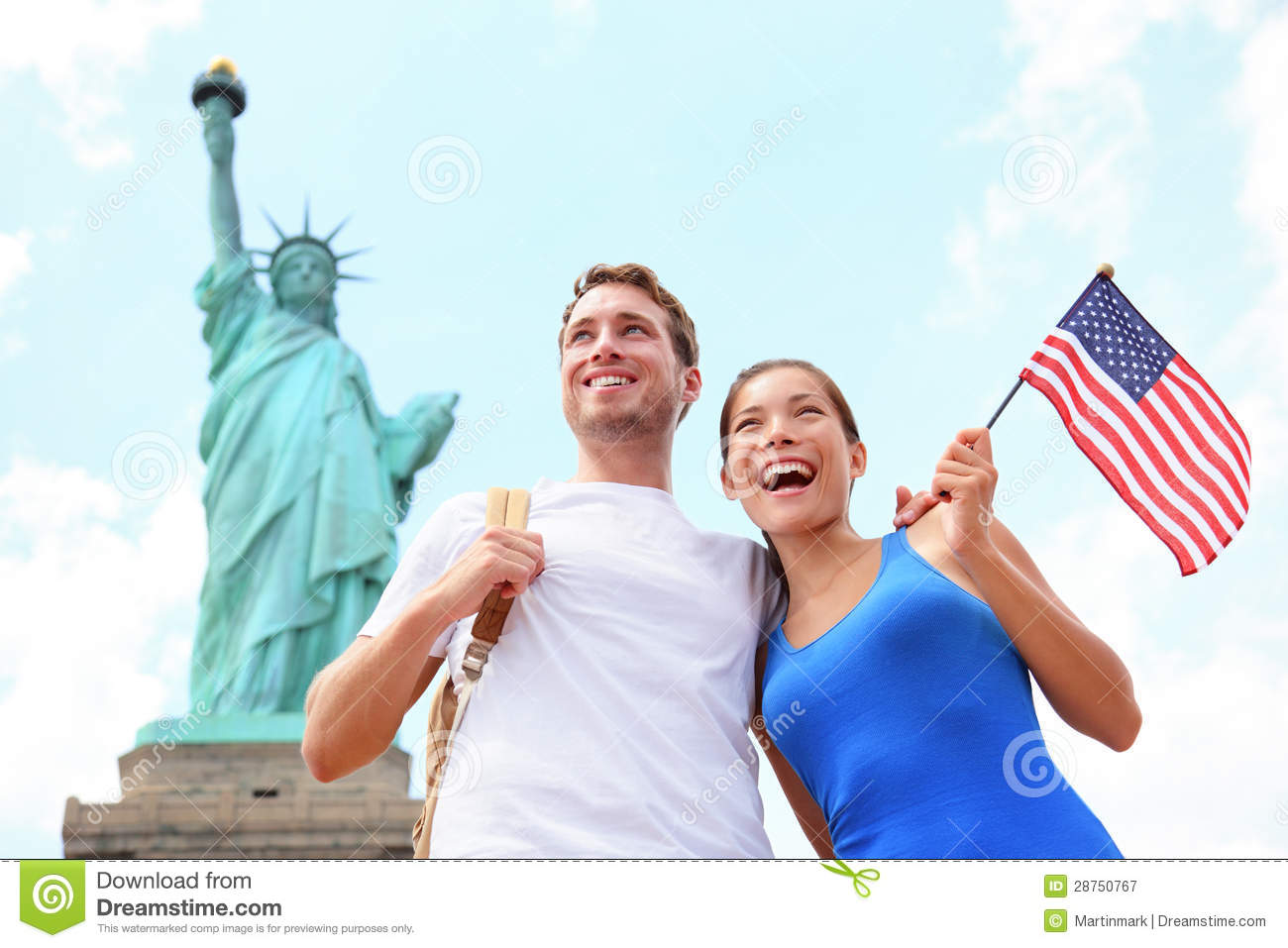 Tourists travel couple at statue of liberty usa stock for Attractions in nyc for couples