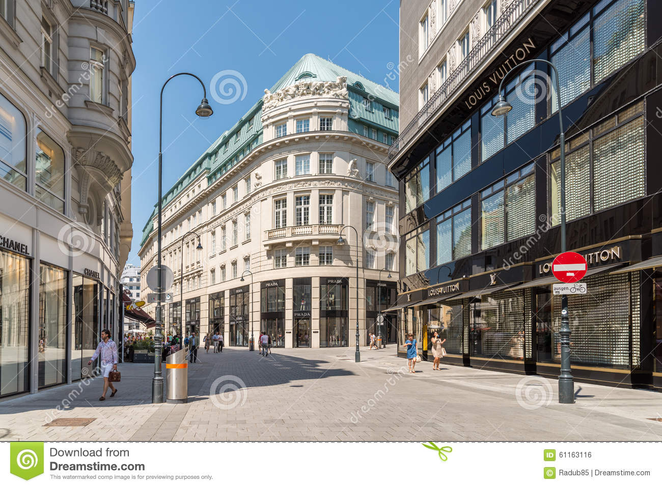 a8a706204ee Tourists Visiting And Shopping Famous Brand Stores In Downtown Vienna