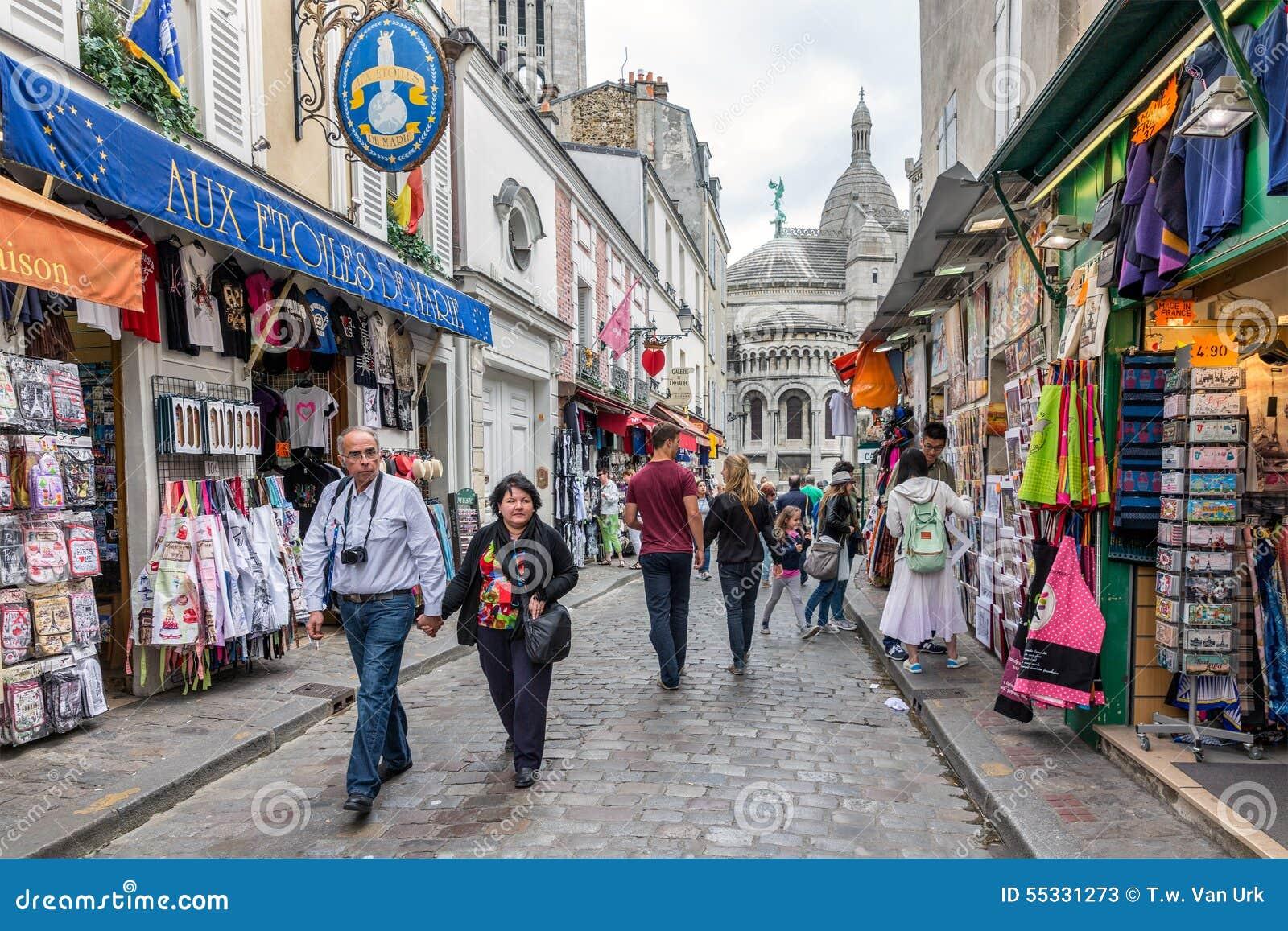 Tourists walking near the gift shops of montmartre paris france download comp negle Images