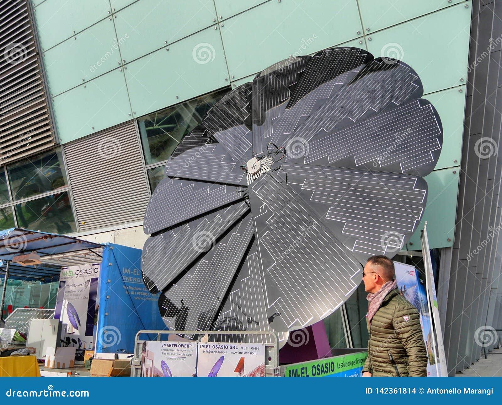 Tournesol pliable de panneau solaire formé sur l affichage