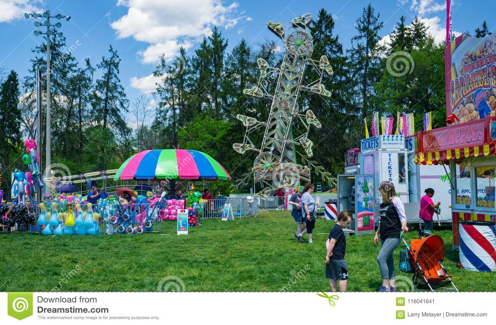 Tours de carnaval au festival annuel de cornouiller
