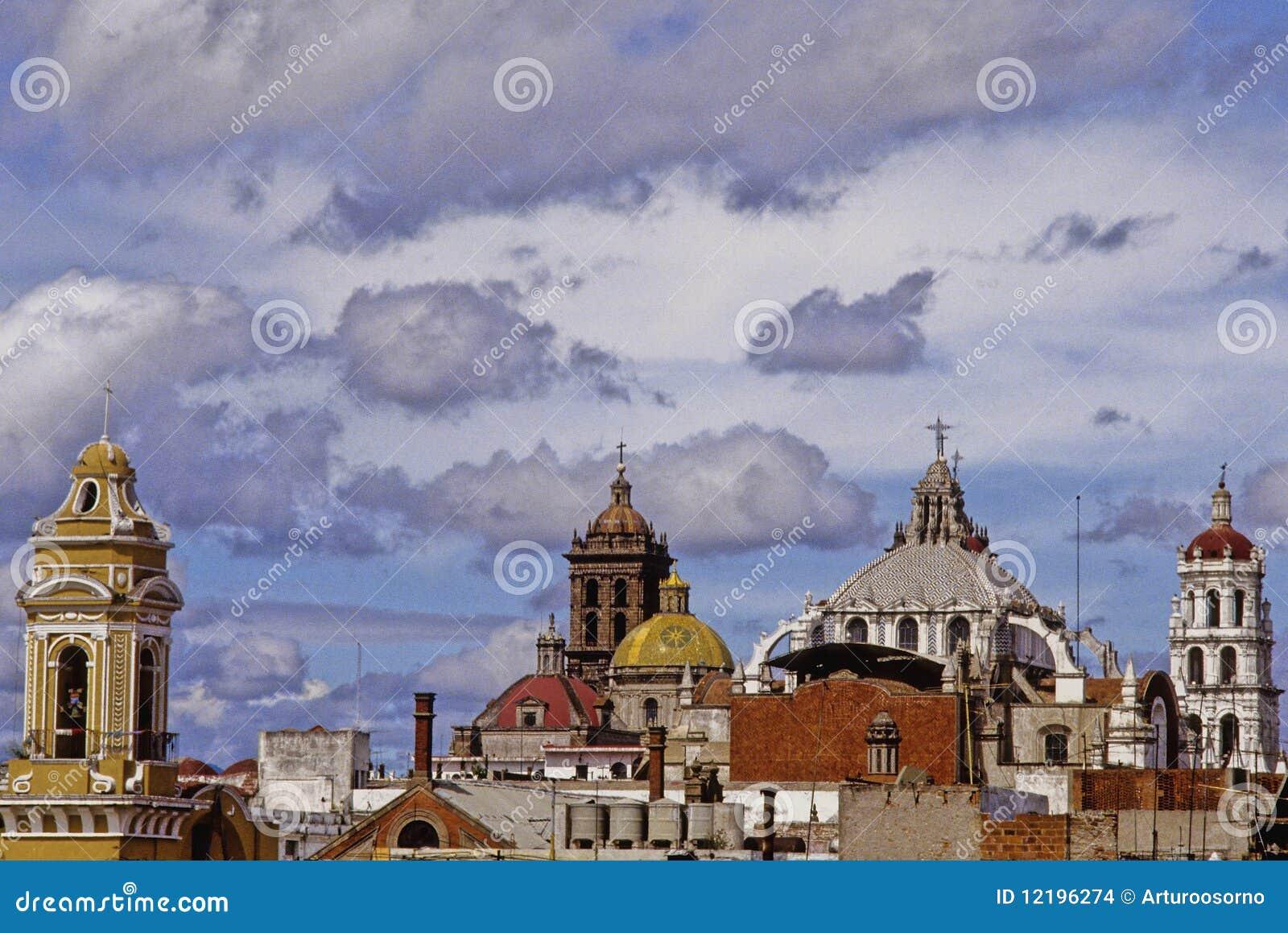 Tours et dômes de Puebla