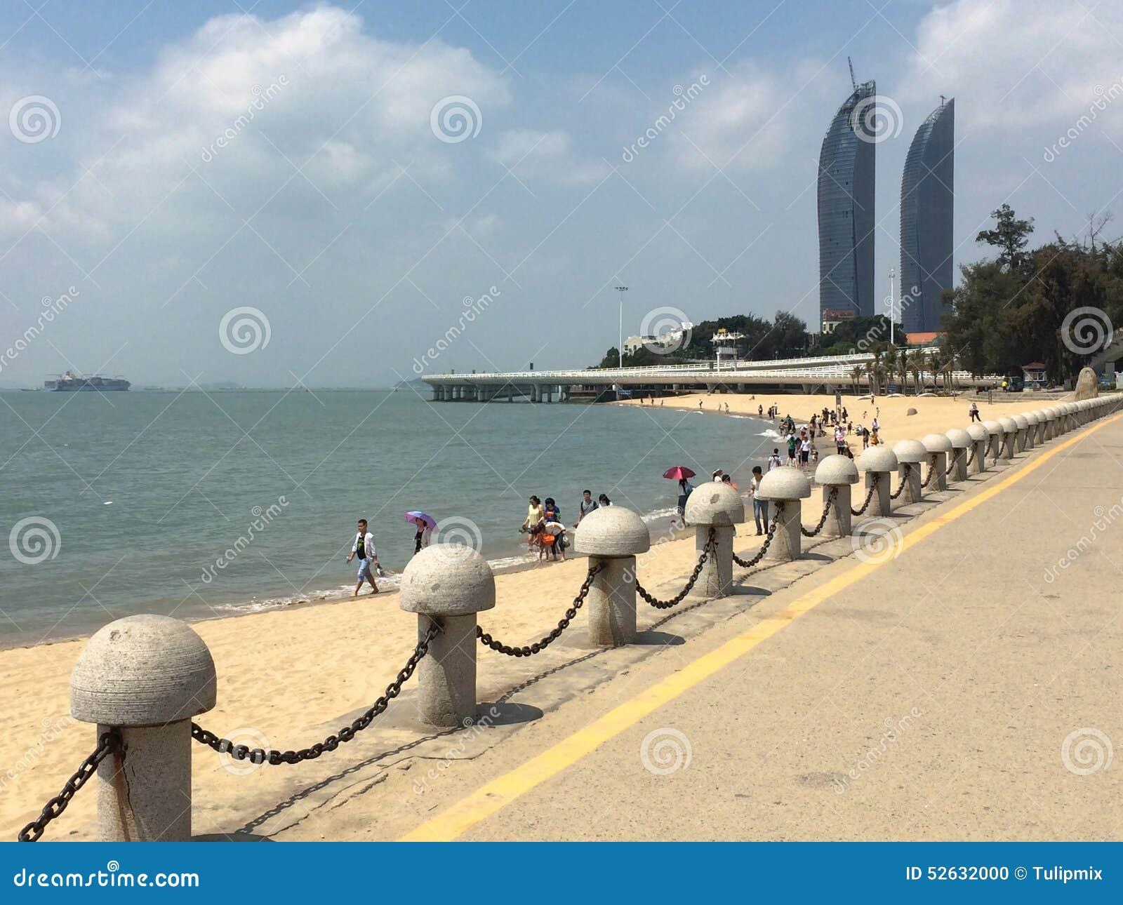 tours jumelles et plage dans la ville de xiamen chine du sud est image ditorial image 52632000. Black Bedroom Furniture Sets. Home Design Ideas