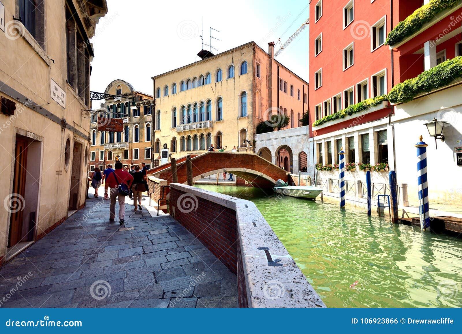 Toursits i kanał Wenecja