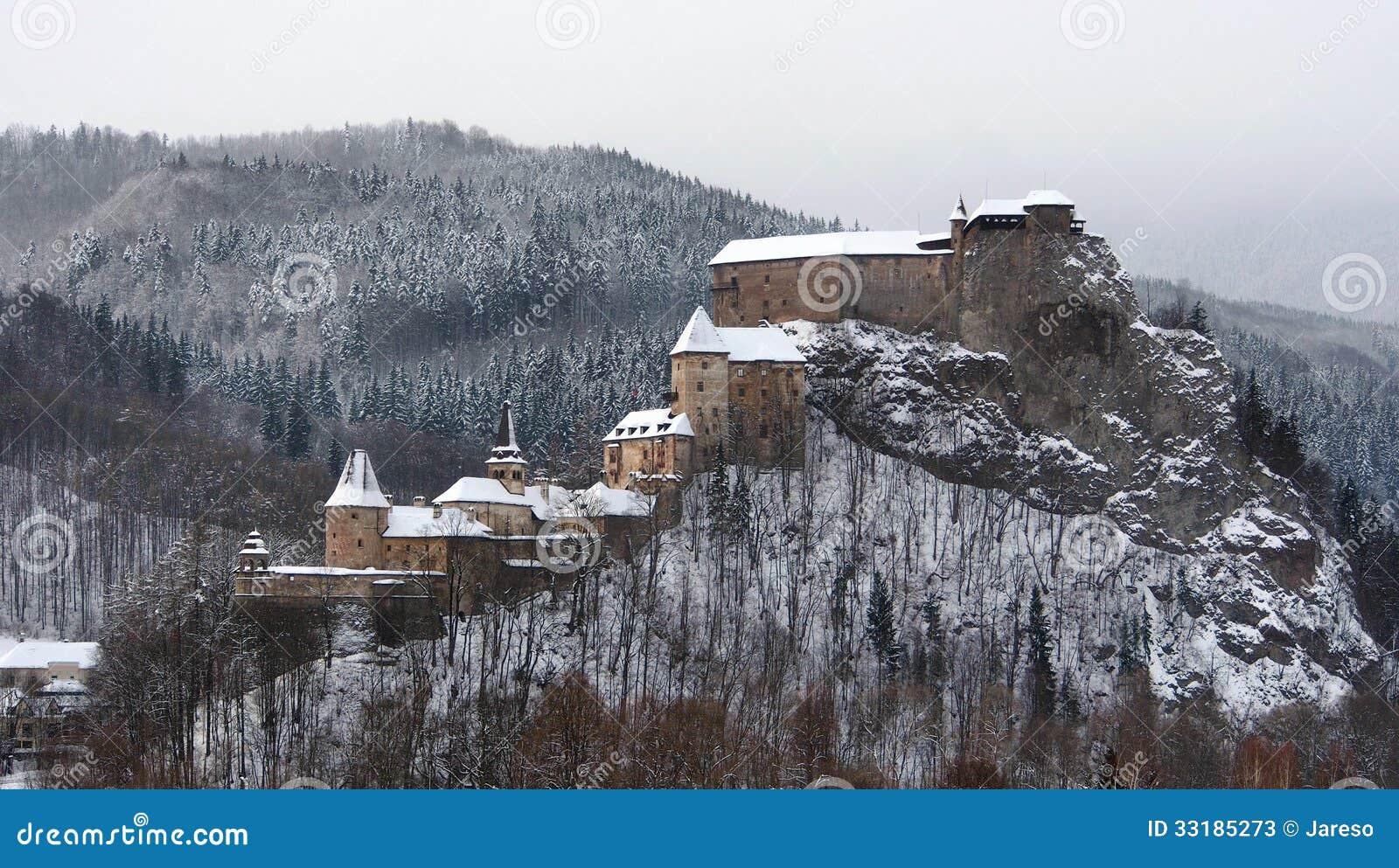 Tous les bâtiments de château d Orava en hiver