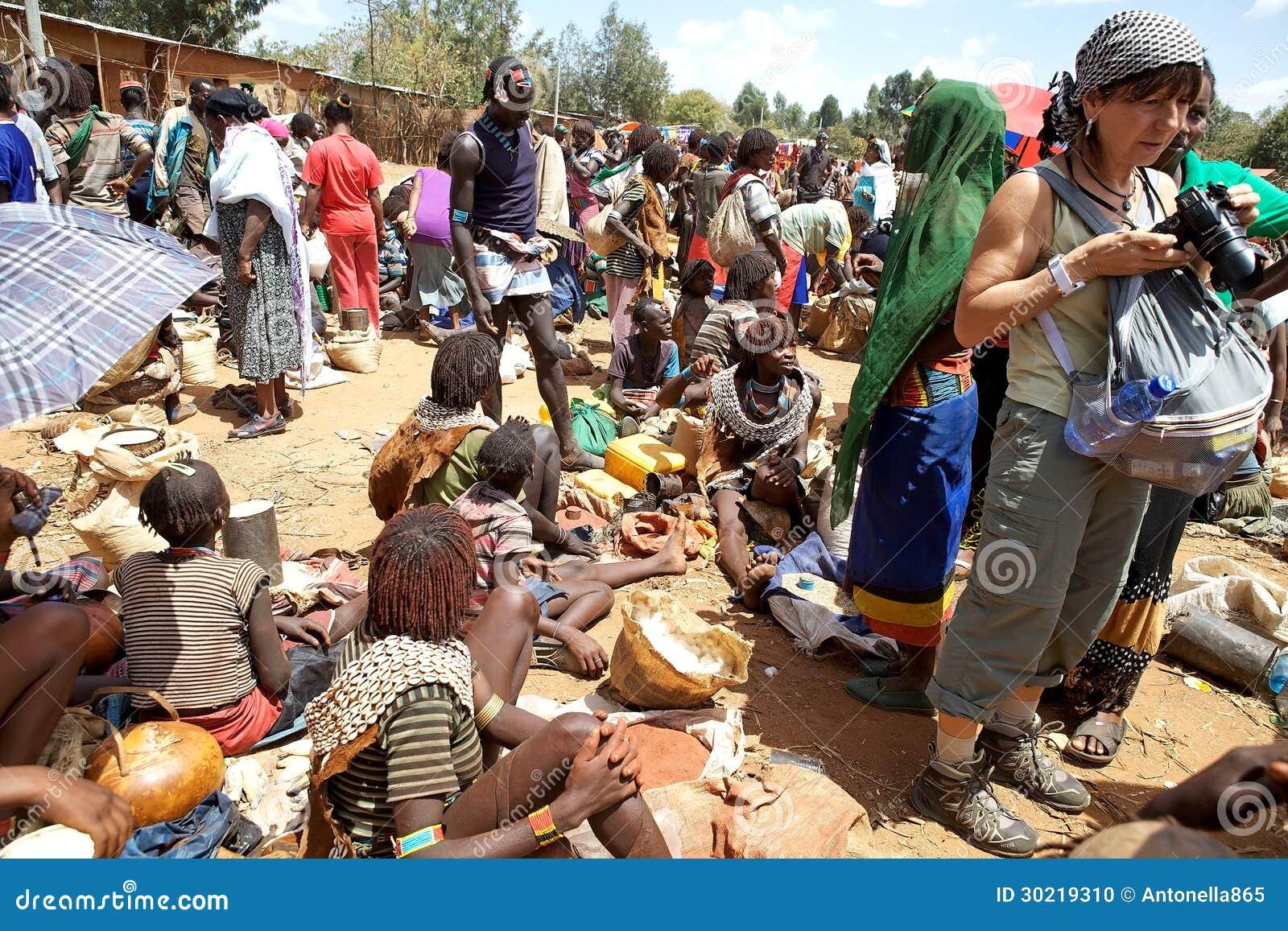 Африканские рынок и турист