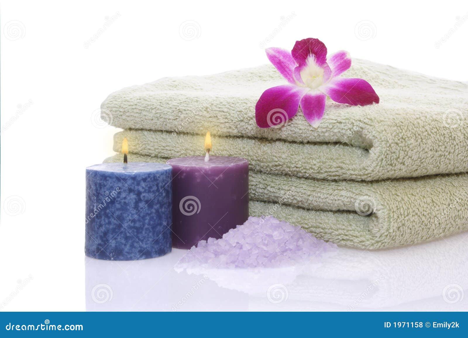 Tovagliolo candele orchidea e sale di bagno verdi fotografia stock immagine 1971158 - Candele da bagno ...