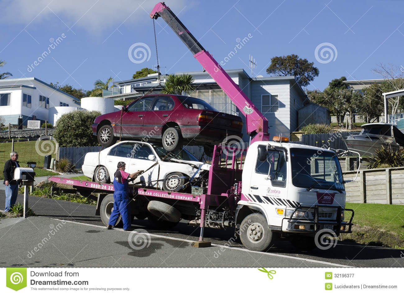Tow truck editorial photography. Image of industry, lorry - 32196377