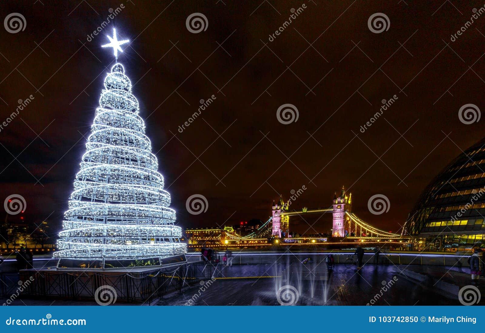 Weihnachtsbilder New York.Tower Bridge And Christmas Holiday Lights London England Editorial