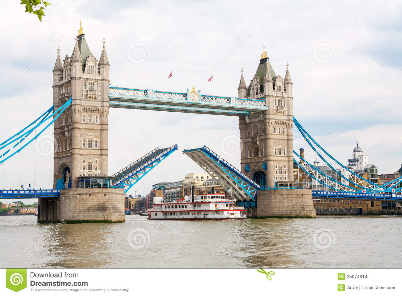 the tower bridge in england The tower of london, situated on the banks of the mighty river thames, is also known as her majesty's royal palace and fortress.