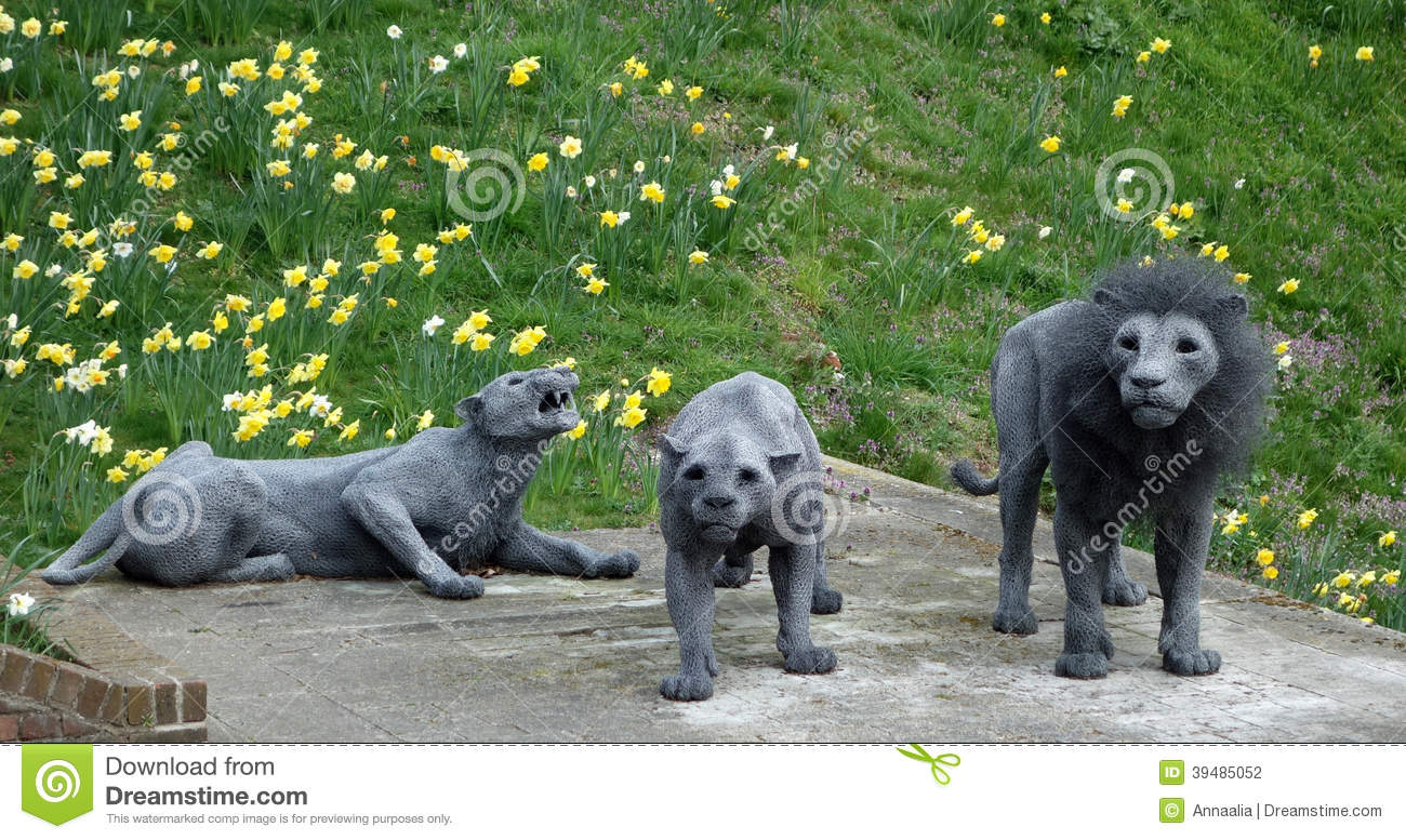 Tower Of London: Lion Sculptures Editorial Photography - Image of ...