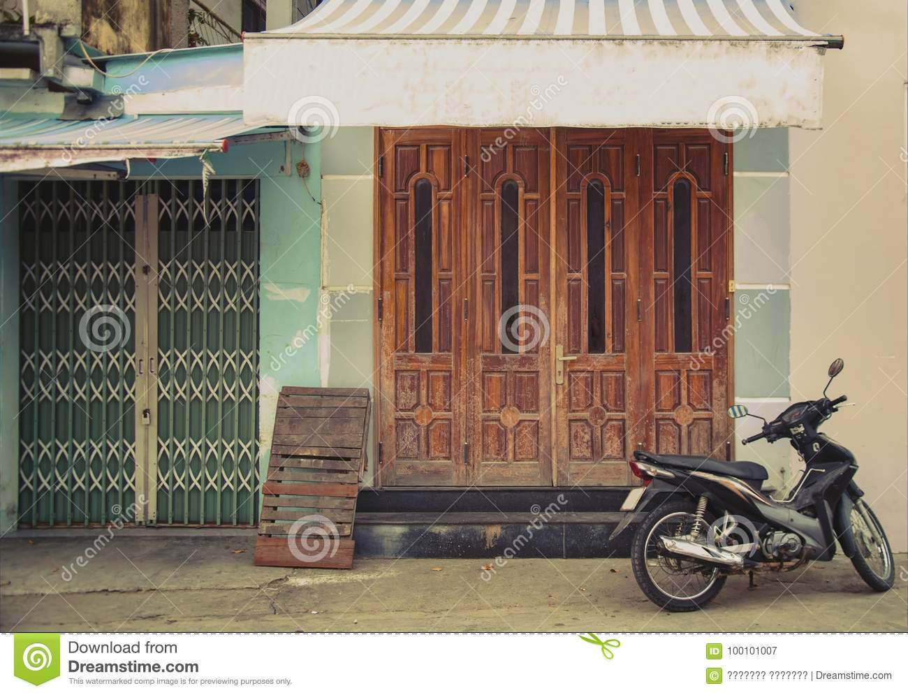Town House In Vietnam The Mysterious Door Stock Image Image Of Destination Heritage 100101007