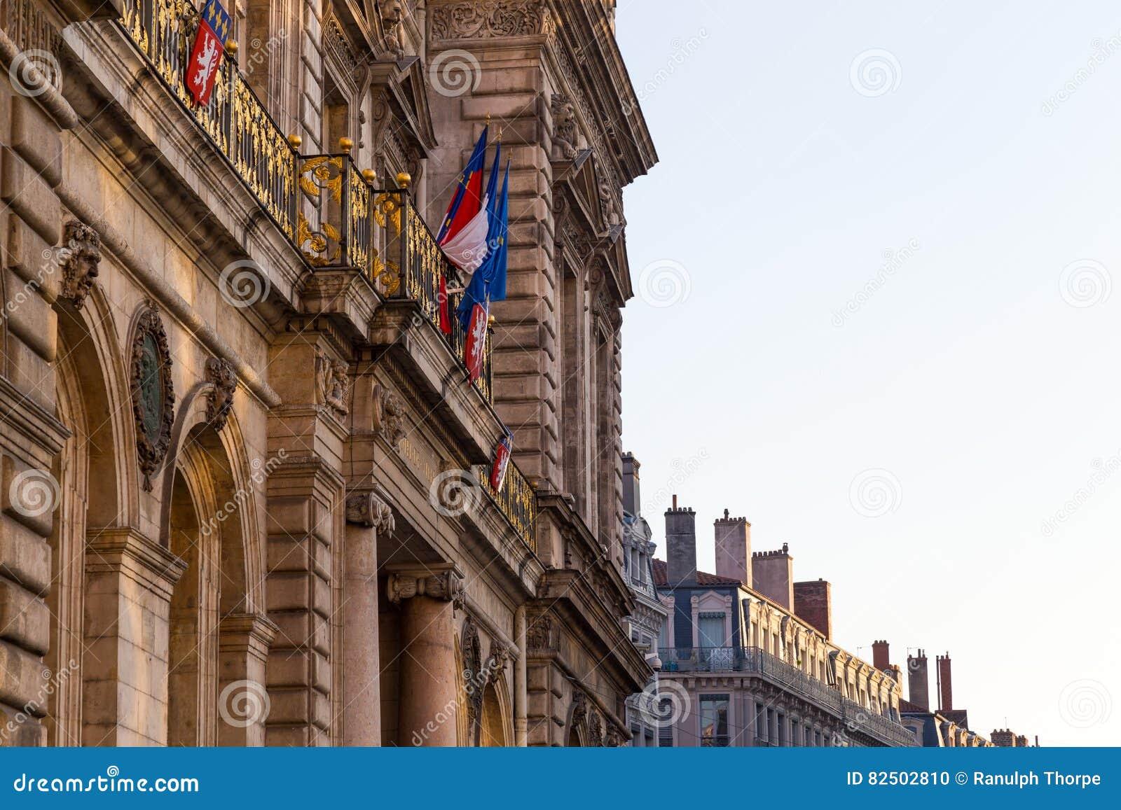 Townhall in Lyon mit französischer Flagge