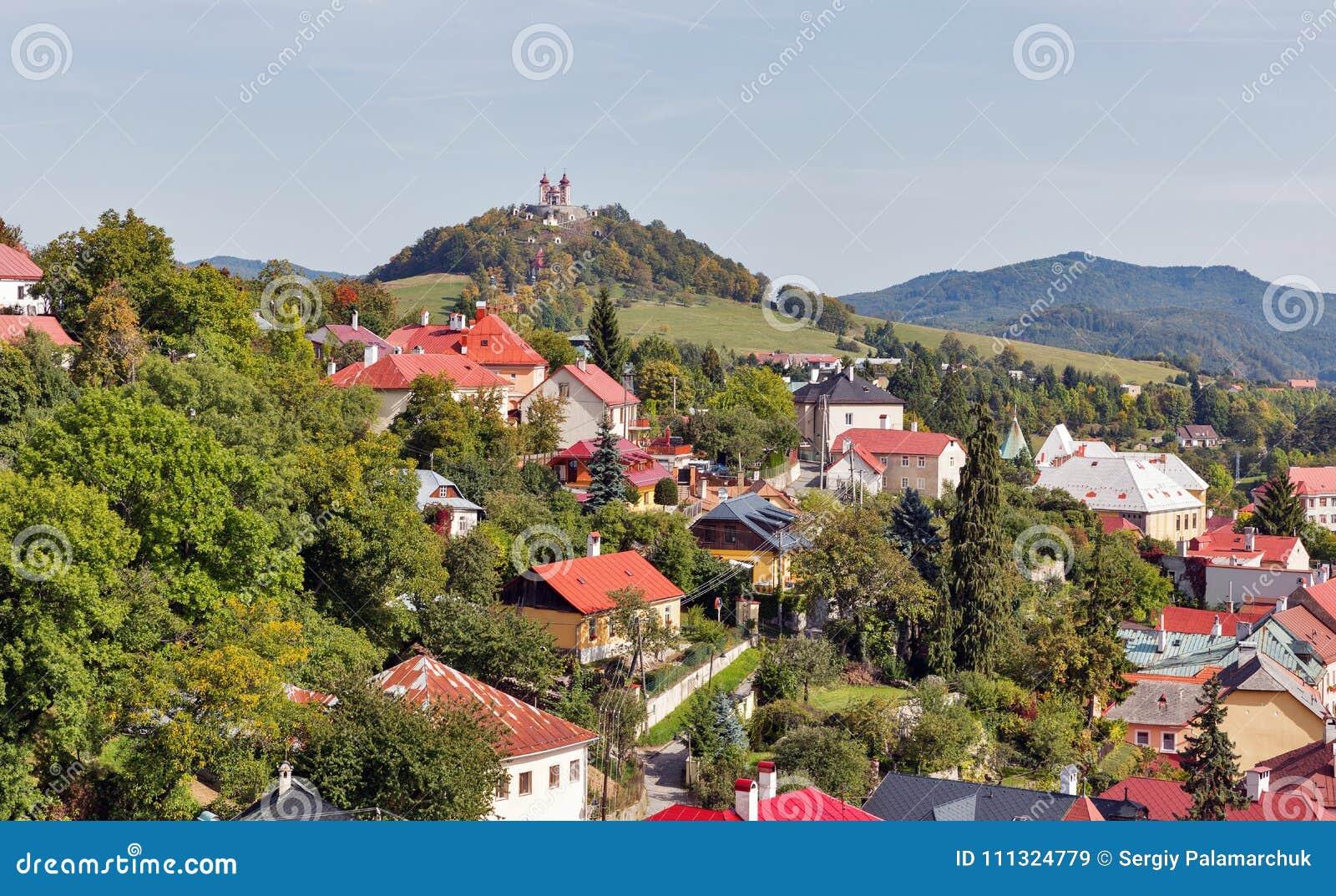 Townscape de Banska Stiavnica em Eslováquia