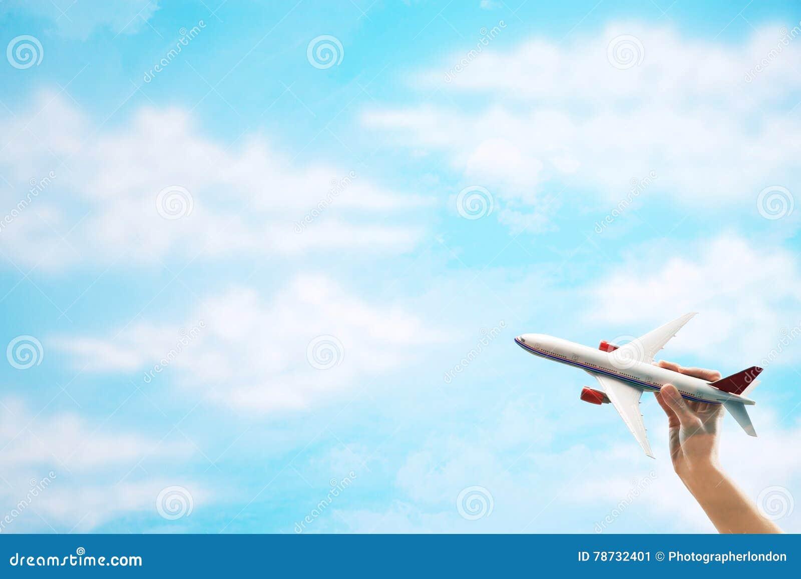 Toy Plane flyg mot moln