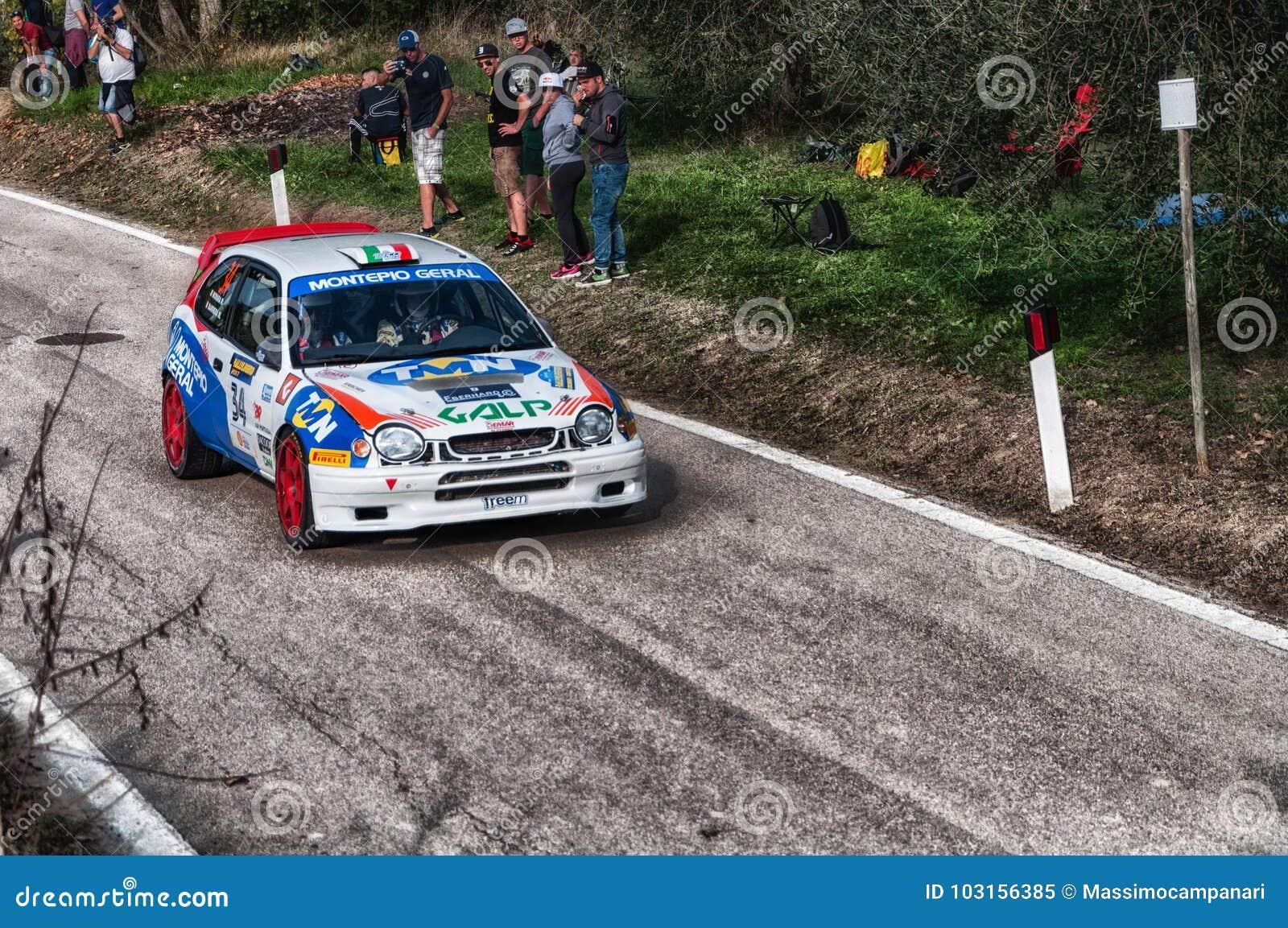 TOYOTA COROLLA WRC 1997 en la vieja reunión del coche de competición LA LEYENDA 2017