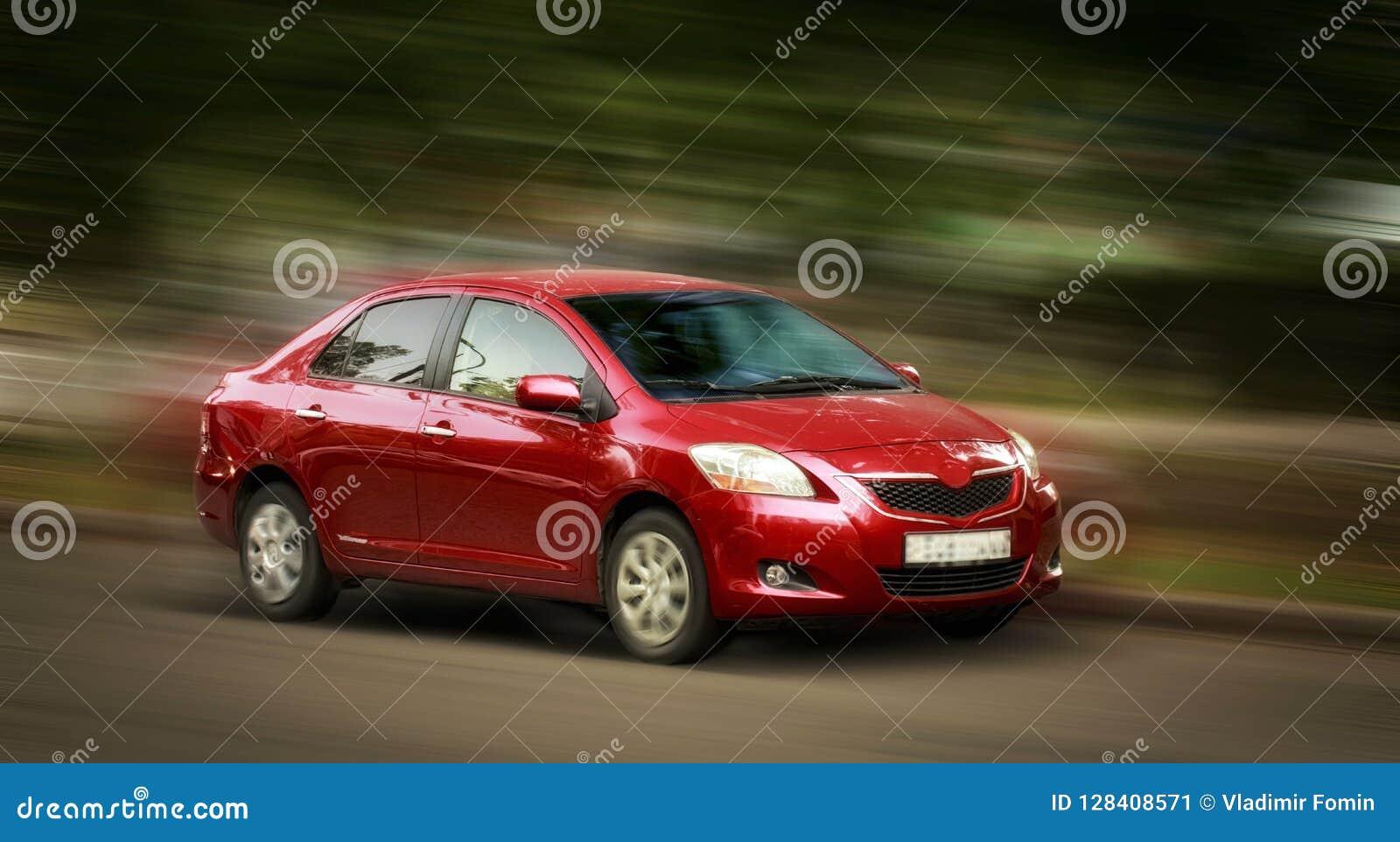 Toyota czerwieni samochód