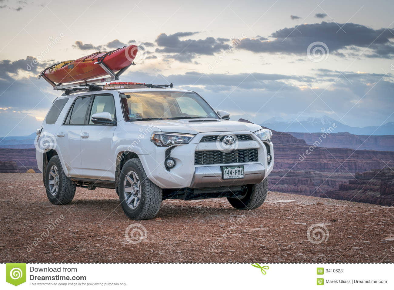 Toyota 4runner Suv With A Kayak On Roof On A Canyon Trail Editorial Photo Image Of Kayak Country 94106281